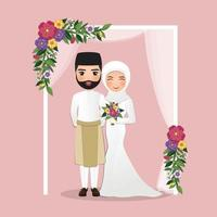 bruiloft uitnodigingskaart de bruid en bruidegom schattige Maleisische paar cartoon onder de boog versierd met bloemen vector