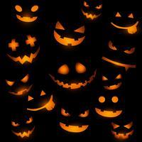 Halloween-achtergrond met gloeiende pompoengezichten vector