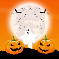 Halloween-achtergrond met pompoenen en spook in een maanbeschenen landsc
