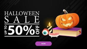 halloween-uitverkoop, -50 korting, zwarte horizontale kortingsbanner met spreukenboek en pompoenjack vector