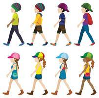 Mannelijke en vrouwelijke personages lopen