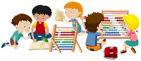 Een groep kinderen leren