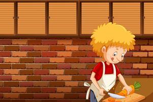 Een man die wortel snijdt in de keuken