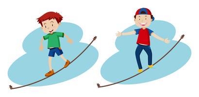 Twee jongens die op het touw lopen