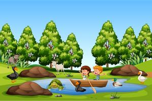 Kinderen peddelen boot in het meer vector