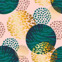 Trendy naadloos exotisch patroon met palm- en dierenprints.