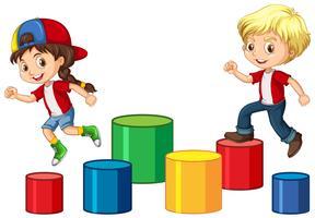 Kinderen springen op het blok