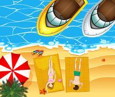 Oceaanscène met twee boten en mensen op het strand