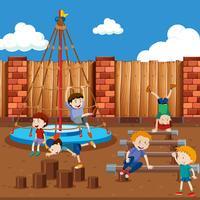 Jongens spelen op speelplaats
