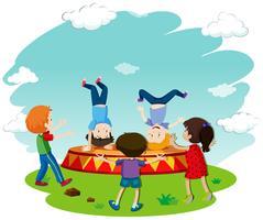 Kinderen breakdansen op het podium