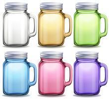 Glazen potten in zes verschillende kleuren