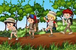 Groepen scouts die buiten op onderzoek uitgaan vector