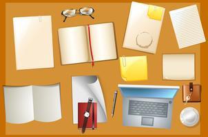 Tafelscène met boeken en computer