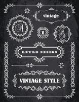 Set van retro vintage badges, kaders, etiketten en randen. Chalk Board achtergrond