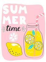 Heldere zomerkaart met cocktail en handgetekende letters vector