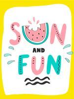 Heldere zomer kaart met zon en plezier zin, watermeloen en handgetekende letters