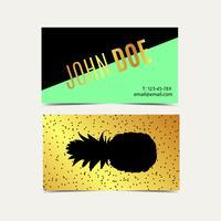 Adreskaartjes met ananas uitstekende gouden achtergrond.