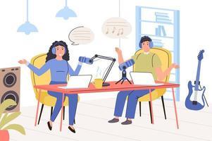 opname audio podcast concept. man en vrouw met koptelefoon praten met microfoon, opnemen van gesprek of interview, livestream of educatieve lezing. vectorillustratie in trendy plat ontwerp vector