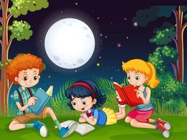 Drie kinderen die boeken in de nacht in het park lezen vector