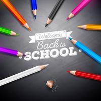 Terug naar schoolontwerp met het kleurrijke potlood en krijt van letters voorzien op zwart bord