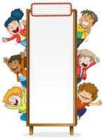 Grensmalplaatje met gelukkige kinderen