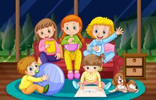 Meisjes en jongen in pyjama's 's nachts