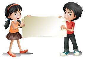 Een meisje en een jongen die lege signage houden