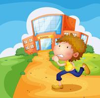 Een jongen die voor de school loopt