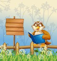 Een uil die een boek leest naast een houten uithangbord