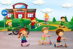 Student speelt op schoolplein