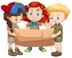 Drie kinderen kijken naar de kaart vector