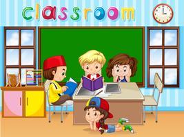 Vier kinderen studeren in de klas