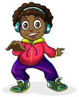 Een jonge zwarte man die naar de muziek luistert