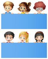 Papiersjablonen met gelukkige kinderen