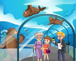 Man interview bezoekers in het aquarium vector