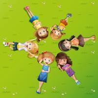 Vele gelukkige meisjes die op gras liggen