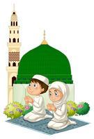 Twee moslimkinderen die bij moskee bidden