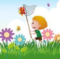 Jongen die vlinder in de tuin vangt vector