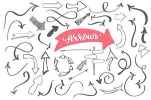 hand getrokken doodle pijlen, schets vector set. Vuile artistieke ontwerpelementen