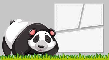 Een panda op lege notitie vector