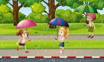 Parkscène met kinderen in de regen