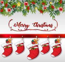 Kerstkaart met sokken die op muur hangen