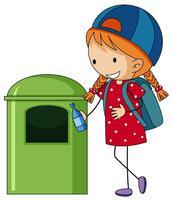 Meisje die fles in trashcan werpen