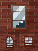 Gebroken ramen op de bakstenen muren