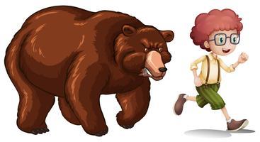 Bruine beer die kleine jongen achtervolgt