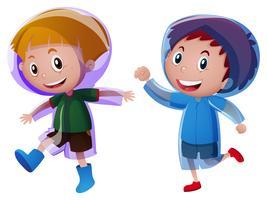Twee jongens die regenjas dragen