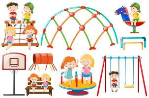 Verschillende speelstations in de speeltuin