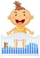 Weinig baby in voederbak het glimlachen