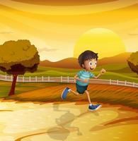 Een zicht op de middag met een jonge jongen aan het rennen