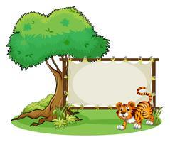 Een ingelijste lege banner met een tijger